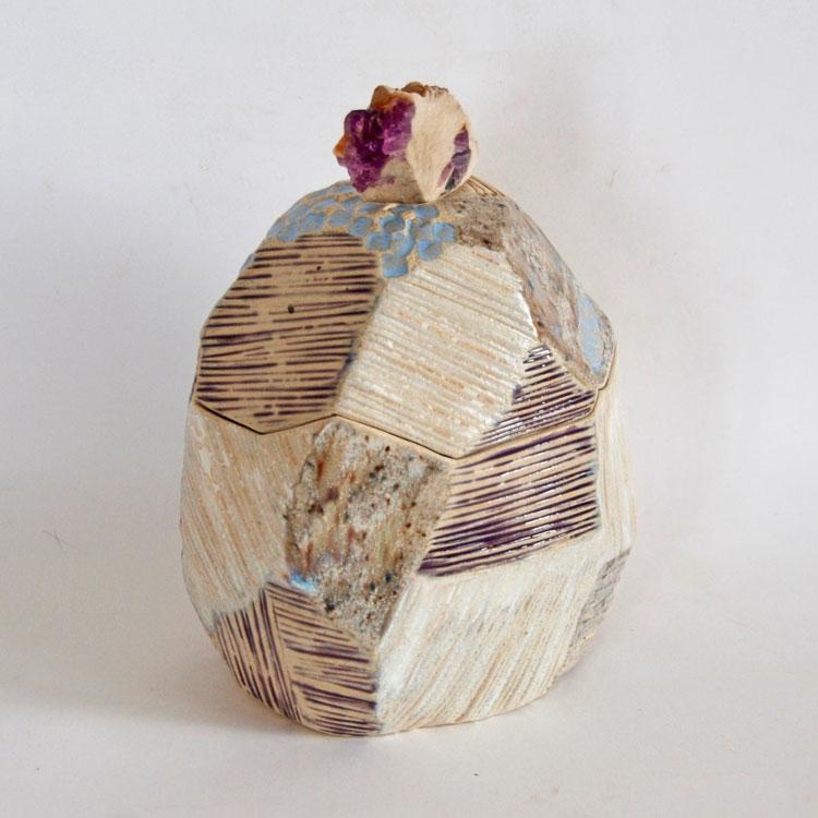 Céramique boîte sculptée facette cristaux de fluorine