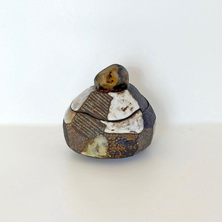 Céramique boîte sculptée facette galet noir