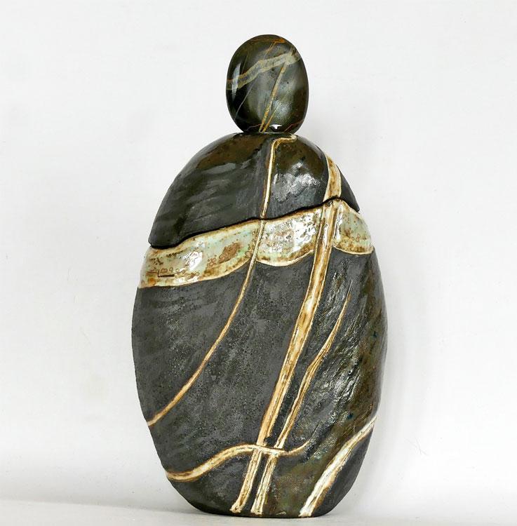 Céramique boîte sculptée galet poli