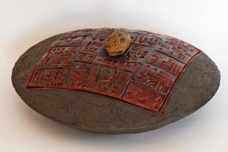 Boîte disque céramique écritures anciennes cunéiforme