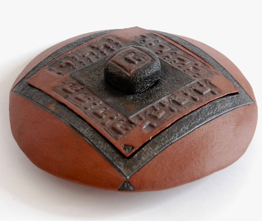 Boîte disque céramique écritures anciennes sceau cylindre