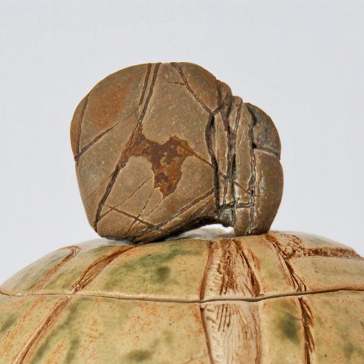 Caillou boîte sculptée