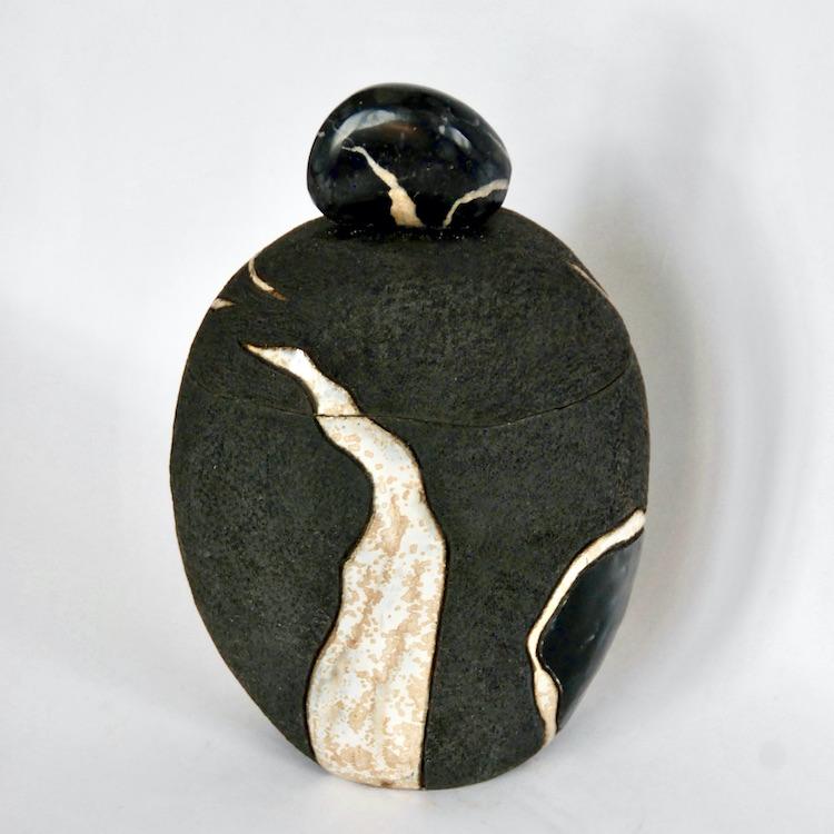"""Céramique boîte sculptée """" Galet à Septaria"""""""