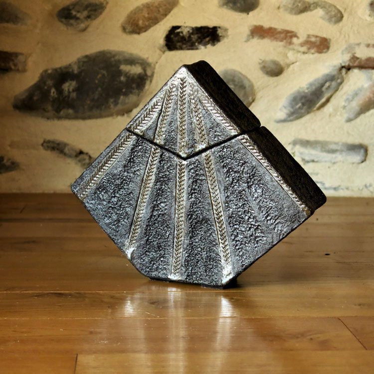 Ambiance boîte triangle