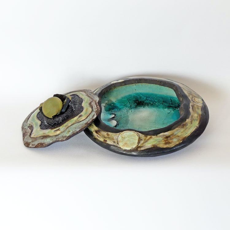 Céramique boîte sculptée prénhite sur épidote