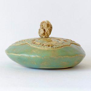 Petite boîte disque sculptée fleur de chevreuil