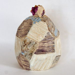 Céramique Boîte sculptée à facettes et fluorine