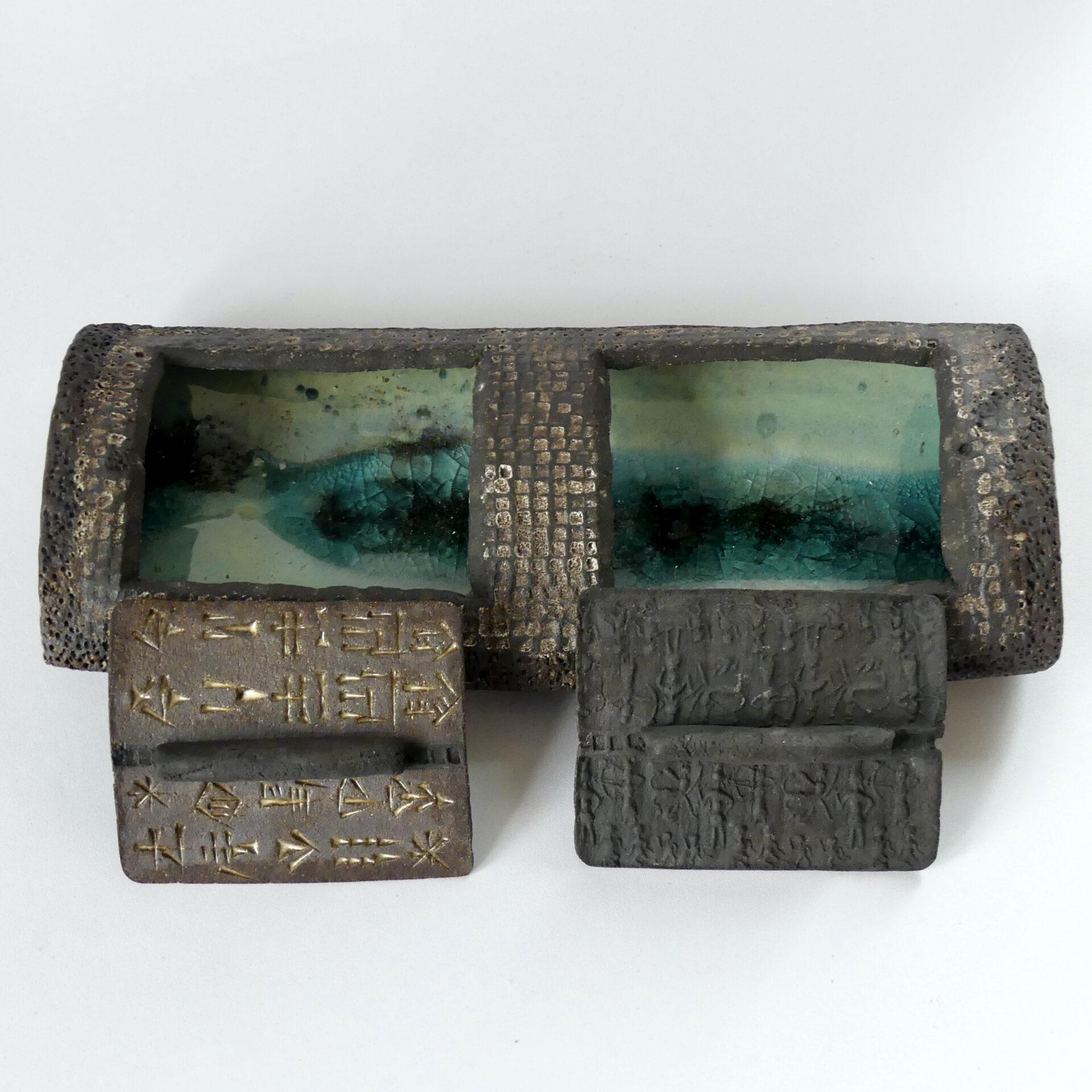 Céramique écritures anciennes plumier