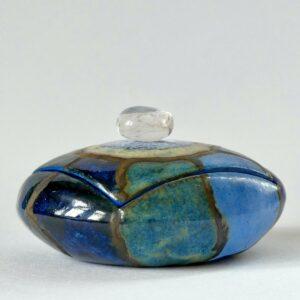 Boîte sculptée ronde cristal de roche roulé