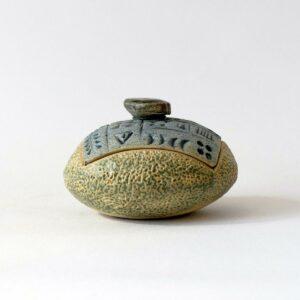 Petite boîte impression cunéiforme et caillou carré